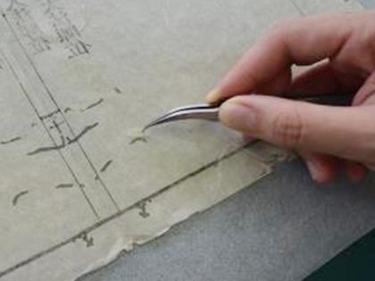 古文書の虫食い穴の補修